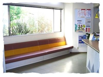 整形外科・外科診察室前の待合室