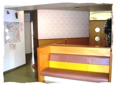 小児科診察室前の待合室
